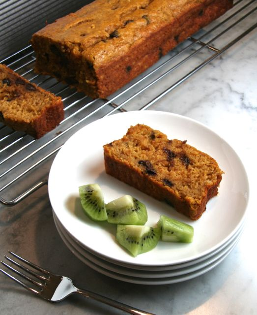 Skinny Whole Wheat Pumpkin-Chocolate Chip Bread | thebrookcook