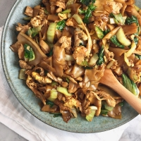 Pad See Ew (Thai Stir Fried Soy Sauce Noodles)